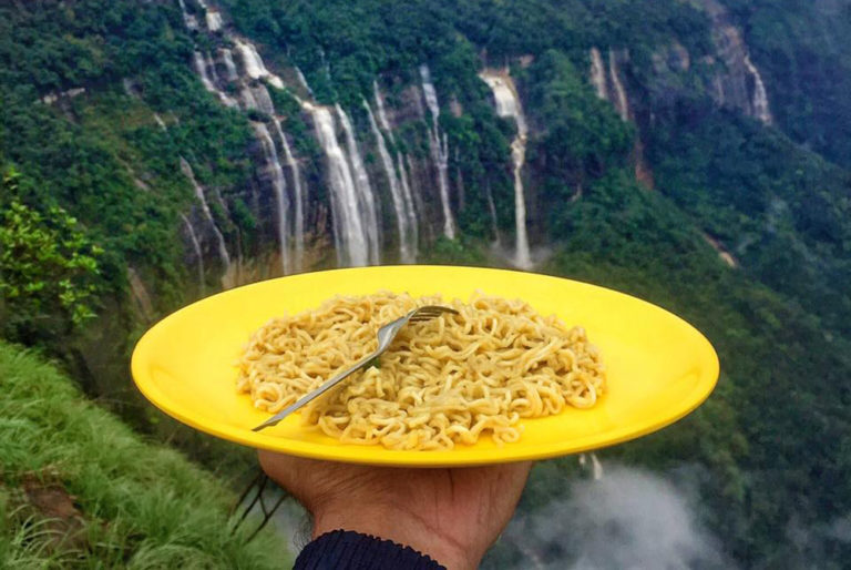 This Guy Traveled With A Yellow Plate And Captured Food From All Over The World!